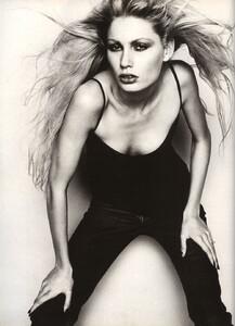 Hom_UK_Vogue_April_1997_05.thumb.jpg.66e774724cde9914aff32ea77ef60c00.jpg