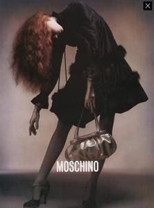 Moschino_Fall_Winter_04_05_02.thumb.png.87a82652a17d70c7901932ce582080e3.png