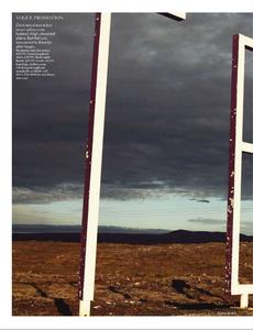 Noni_UK_Vogue_November_2012_Supplement_01.thumb.png.5c7a0818a633447424549969e6ab1646.png