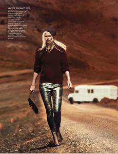 Noni_UK_Vogue_November_2012_Supplement_03.thumb.png.1f52a08f82bb9cf3f8adc474592d33de.png