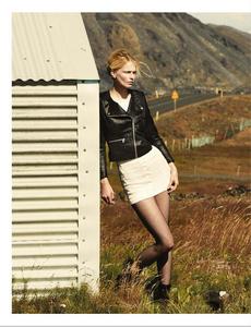Noni_UK_Vogue_November_2012_Supplement_04.thumb.png.cd5a8a300c797a7fb90cd5be4c64e6f7.png