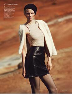 Noni_UK_Vogue_November_2012_Supplement_06.thumb.png.1df9fc127bbf34de3abea101a3a7954d.png