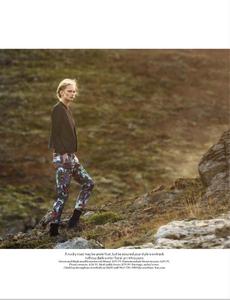 Noni_UK_Vogue_November_2012_Supplement_07.thumb.png.f8e02a984a8579ef56319c4d81d9c621.png
