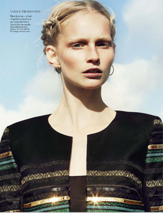 Noni_UK_Vogue_November_2012_Supplement_10.thumb.png.7b6ba23fc29b692e77188227c8f6be87.png