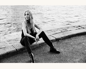 ROWIE_Postcards-A_W_Lucie-Pants-Noir-Linen_200-2.jpg