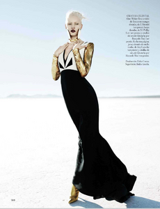 Reveriego_Vogue_Spain_October_2012_01.thumb.png.fb0d0f05d0736b19b21b3bc5137791e9.png