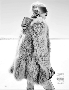 Reveriego_Vogue_Spain_October_2012_05.thumb.png.a438b79f655d684338f6f5c124510d2f.png