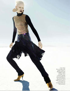 Reveriego_Vogue_Spain_October_2012_06.thumb.png.e570679a4a21ca3405f8d8cac2583faa.png