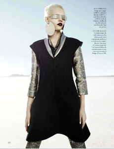 Reveriego_Vogue_Spain_October_2012_07.thumb.png.42dfa9452779b62158cbab8f6d2480d4.png