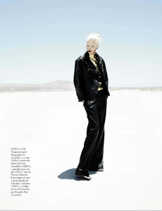 Reveriego_Vogue_Spain_October_2012_08.thumb.png.32a00a03d5fcd9df69505fd67f612e05.png