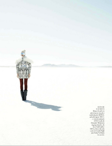 Reveriego_Vogue_Spain_October_2012_09.thumb.png.67d68ac08211e87b4324a148f9f482c8.png