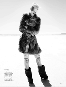 Reveriego_Vogue_Spain_October_2012_10.thumb.png.fec789255f3317a6f8d1852f5b30e894.png