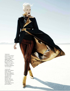 Reveriego_Vogue_Spain_October_2012_12.thumb.png.196d3838299af94e5039d6ce58252590.png