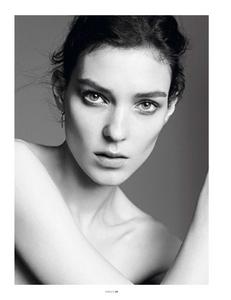 Sadli_Vogue_Paris_November_2012_02.thumb.png.bf1bbbdb16f9dd7b55778c396ac90798.png