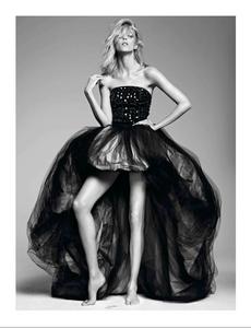 Sadli_Vogue_Paris_September_2012_05.thumb.png.9362ec25e3a386cf0ec7ee2cdd6e7326.png
