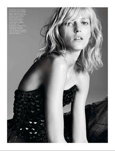 Sadli_Vogue_Paris_September_2012_06.thumb.png.54140f19e0fbcfb78553dc598cacefb4.png