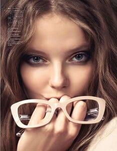 VOGUE-Japan-2012-01-www-storemags-com-173-005.thumb.jpg.b54465ae61214ff4dad68986516f9995.jpg