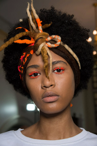backstage-defile-manish-arora-automne-hiver-2019-2020-paris-coulisses-1.thumb.jpg.1bc01cc0e24ff4687eac3125ce46b410.jpg