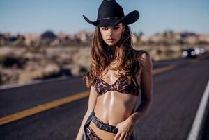beach-riot-lookbook-apparel-10_1024x1024.jpg