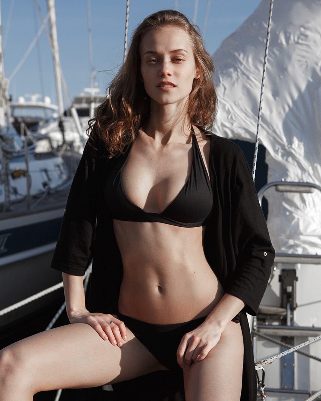 https://www.bellazon.com/main/uploads/monthly_2020_06/673075522_KaterinaKovalchyk210.jpg.af8e457d8e1281a6c81a49a3be8c1905.jpg