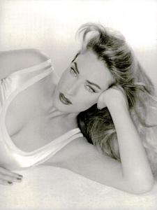 Belle_Donne_Comte_Vogue_Italia_December_1994_01.thumb.png.f0857f1d7c7853c777121e242e412148.png