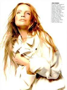 Belle_Donne_Comte_Vogue_Italia_December_1994_03.thumb.png.be32980c3353be1c4e9e48c1c90acb56.png