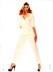 Belle_Donne_Comte_Vogue_Italia_December_1994_05.thumb.png.4e9368afe92488d7e52d1fbbe9ea255b.png