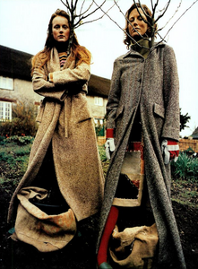 Bolofo_Vogue_Italia_November_2000_02.thumb.png.89ae6385529f7e9f854d9bff2542eed1.png