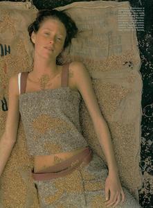 Bolofo_Vogue_Italia_November_2000_03.thumb.png.5631a315ae39cdd968dc987b146be816.png