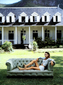 Estate_Chin_Vogue_Italia_May_1994_02.thumb.png.9cf325c69f811a6e919fd1e206651d8e.png