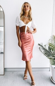 Funk_90_s_Midi_Skirt_Rust1_660x1024_crop_bottom.jpg