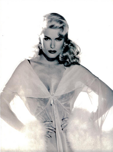 Hollywood_Glamour_Comte_Vogue_Italia_December_1994_02.thumb.png.e9a1015bfd0cc849307e5380d4ecf125.png