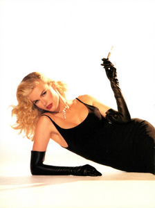 Hollywood_Glamour_Comte_Vogue_Italia_December_1994_03.thumb.png.6240467e20574241cdcb08722d91d692.png