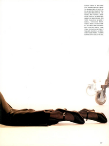 Hollywood_Glamour_Comte_Vogue_Italia_December_1994_04.thumb.png.34cfdb9209ab864a091cb68ab458370a.png