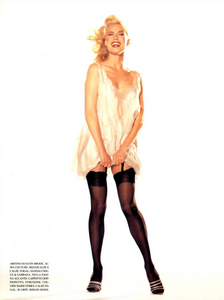 Hollywood_Glamour_Comte_Vogue_Italia_December_1994_05.thumb.png.79b67fb0a6f03d9b20e0c0eb3c1dd9d7.png