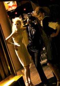 Meisel_Vogue_Italia_March_2005_08.thumb.png.3574b8b050820c32c69417060db345f5.png