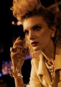 Meisel_Vogue_Italia_March_2005_13.thumb.png.b005c378367e3211a44e44f84b2e63b9.png
