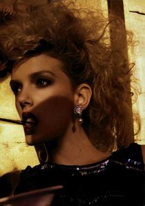 Meisel_Vogue_Italia_March_2005_28.thumb.png.4e69e611b4cf4158d88a26dae3731a33.png