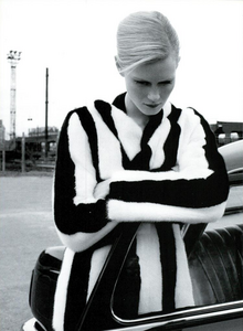 Moore_Vogue_Italia_November_2000_01.thumb.png.ec828bd6827bf23b183de42a4d887741.png