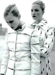 Moore_Vogue_Italia_November_2000_06.thumb.png.c55e8d812bcec4da88fba9f9fb25144a.png