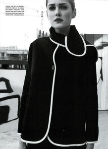 Moore_Vogue_Italia_November_2000_07.thumb.png.453c4bb4e61e07bb0972d496983bdcc3.png