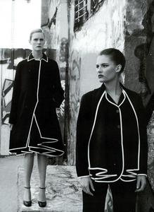 Moore_Vogue_Italia_November_2000_08.thumb.png.2b11c1b3ff5544333e6f05359cb30330.png