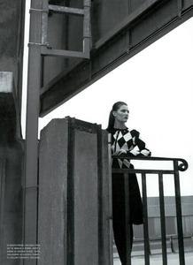 Moore_Vogue_Italia_November_2000_09.thumb.png.6e23e9d5f20de16cb7e27724dee72074.png