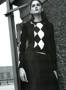 Moore_Vogue_Italia_November_2000_10.thumb.png.f2bcbd9cbd9962831eb5cefd6b72d245.png