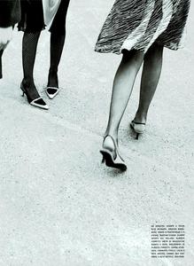 Moore_Vogue_Italia_November_2000_12.thumb.png.230965325968b320412f22f6e6bdae79.png