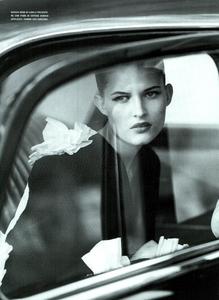 Moore_Vogue_Italia_November_2000_13.thumb.png.f15256172b8f226f3c188e17d08f0446.png