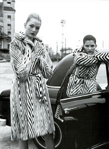 Moore_Vogue_Italia_November_2000_15.thumb.png.0ab7cb3510d6a4c19308ef1116fd947d.png