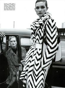 Moore_Vogue_Italia_November_2000_16.thumb.png.70363bf2753469a174d7522cb3cd0b4f.png