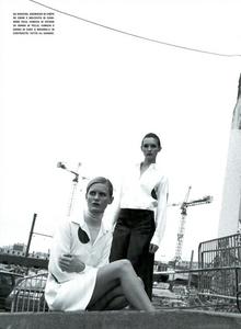 Moore_Vogue_Italia_November_2000_17.thumb.png.7032398efeae24ddc9323d70c4e30492.png