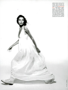 Trendy_Comte_Vogue_Italia_February_1994_03.thumb.png.06cf10b2a477eec6b160f4241d8c7035.png